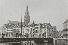 De Prinsenkade vóór de Eerste Wereldoorlog met de Barbarakerk en uiterst rechts een doorkijk door de Zoutstraat naar de Leuvenaarsstraat. (Beeldcollectie Stadsarchief Breda)