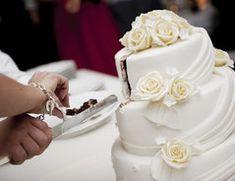 Das vorgestellte Rezept für eine 3-stöckige Torte kann auch von Backanfängern leicht nachgebacken werden und wird Ihre Gäste überraschen.