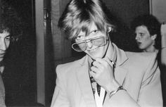 Bowie wearing wedding bracelets from marriage to Angela