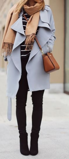 Pairing a lilac coat with black slim jeans is a comfortable option for running errands in the city. This outfit is complemented perfectly with black suede ankle boots. Looks Chic, Looks Style, Fall Winter Outfits, Autumn Winter Fashion, Winter Style, Fall Fashion, Style Fashion, Net Fashion, Fashion Coat