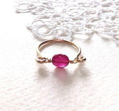 ルビーのかわいらしいピンクが目をひく一粒リング透明で傷の少ない色の美しい石です *ルビー14KGFパーツ ・ ・ ・こちらは受注となります写真は12号サイ... ハンドメイド、手作り、手仕事品の通販・販売・購入ならCreema。