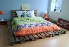Recycled Pallets Ideas 42 DIY Recycled Pallet Bed Frame Designs - Page 4 of 6 - Easy Pallet Ideas - This collection of 42 DIY pallet bed ideas which are here to get you inspired of wooden creativity and pallet wood recycling to make pallet projects. Pallet Bedframe, Wooden Pallet Beds, Wooden Pallet Crafts, Diy Pallet Bed, Pallet Ideas Easy, Diy Pallet Furniture, Pallet Wood, Pallet Projects, Wood Pallets