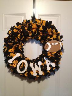 Items similar to Iowa Hawkeye Felt Wreath on Etsy Diy Craft Projects, Decor Crafts, Diy And Crafts, Arts And Crafts, Craft Ideas, Football Crafts, Football Wreath, Iowa Hawkeye Football, Iowa Hawkeyes