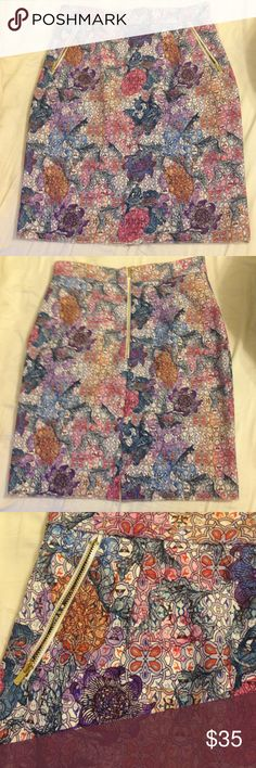 NWOT Geometric flower 💐 skirt with pockets Geometric flower bouquet 💐 skirt with zipped pockets. Made of a sturdy material. Perfect condition H&M Skirts