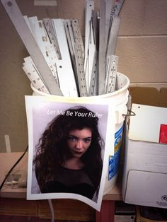 Let me be your ruler. hahaha! #Royals #Lorde