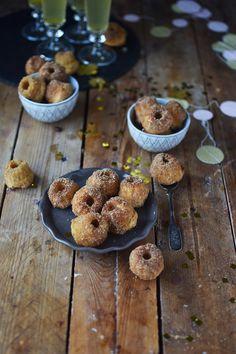 Mini Gugl Berliner: Happy New Year Nascherei ⋆ Knusperstübchen - Доброе Утро Cake Cookies, Cupcake Cakes, Bundt Cakes, Sweet Recipes, Cake Recipes, Bakery Muffins, New Year's Cake, Bakery Cakes, Mini Muffins