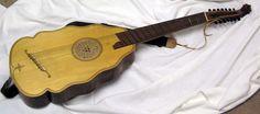 Bandora es un instrumento de cuerda pulsada creado y utilizado durante el Renacimiento. Pertenece a la familia de la cítara