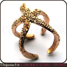Nuestro maravilloso #anillo Estrella de mar puede ser el #accesorio estrella de muchos de tus looks. Queda monísimo tanto en verano como invierno, e igual de bien combinado con blanco o con negro. ¡Llévatelo, seguro que no te arrepientes! Precio: 4'95 € en http://www.conjuntados.com/es/anillo-estrella-de-mar.html #novedades #estrellademar #seastars #rings #moda #bisuteria #enviobarato #fashion #complementos #jewelry #bijoux #shopping #PymesUnidas #trendy #tendencias #mode #estilo