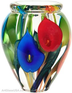 Calla lily vase - Rainbow, wish they had been yellow or white Mosaic Art, Mosaic Glass, Glass Art, Pictures Of Calla Lilies, Cristal Art, Pots, Glass Paperweights, Calla Lily, Vases Decor