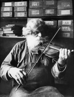 Petrus Norling, Knivsta, Uppland, Sweden, 1938. The shoemaker, woodcarver and fiddler Petrus Norling in Knivsta, playing the violin. Born in 1869.