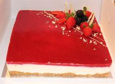 Vanilla moussecake with rasberryes
