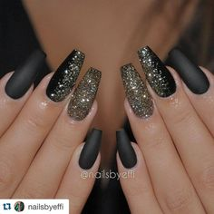 """Love these nails for the Fall/Winter Season #NRSistafeature ➰➰➰ @nailsbyeffi ・・・ Matte black gel with gold and black glitter❤❤❤"":"