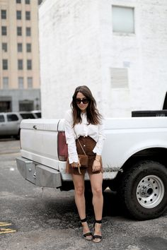 DOWNTOWN | Fiona from thedashingrider.com wears a Vila Blouse, a Suede Skirt and a bag from Saint Laurent #ootd #whatiwore #petite