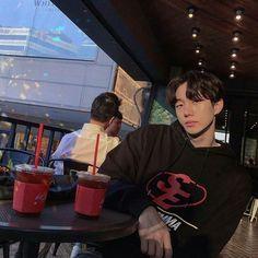 Hot Korean Guys, Korean Boys Ulzzang, Korean Couple, Korean Men, Ulzzang Girl, Korean Girl, Bad Boy Aesthetic, Korean Aesthetic, Aesthetic People