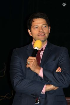 Misha Collins ChiCon 2014 photo by http://wolfpup2000.livejournal.com/446557.html