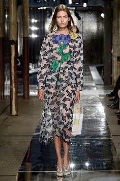 Christopher Kane Spring 2014 RTW - Runway Photos - Fashion Week - Runway, Fashion Shows and Collections - Vogue