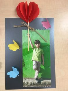 School Bulletin Boards, Kids And Parenting, Cool Art, Parents, Montessori, Frame, Crafts, Mothers Day Ideas, Hand Crafts