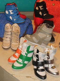 Deportivas con cuña interior y combinaciones perfectas! #zapatos