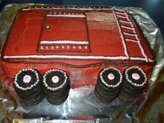 The Doolittle Gambit: Red boxcar cake like in The Boxcar Children