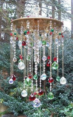 New yard art ideas wind chimes mobiles Ideas Carillons Diy, Diy Wind Chimes, Crystal Wind Chimes, Homemade Wind Chimes, Shell Wind Chimes, Wind Chime Parts, Outdoor Christmas Decorations, Diy Christmas, Christmas Lights
