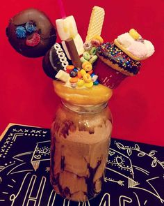These Are The Most Pornographically Obscene Frappé Drinks You'll Ever See Froot Loops, Milkshake Recipes, Milkshakes, Hershey Syrup, Syrup Cake, Food Fails, White Chocolate, Chocolate Bars, Mexican Crafts