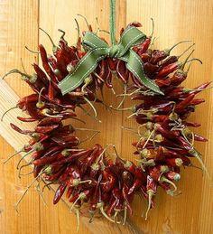 31 lindas guirlandas natalinas diferentes, criativas e originais: http://customizando.net/31-lindas-guirlandas-natalinas-diferentes-criativas-e-originais/                                                                                                                                                                                 Mais
