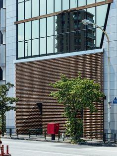 tsukagoshi miyashita sekkei arranges wooden blocks into 'lumber curtain' facade in tokyo