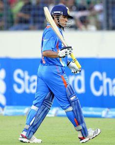 thats the lil master walking off after making 100. Sachin Tendulkar