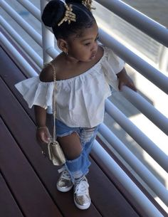 😱😦 This cute little girl is Slaying in that outfit! Cute Little Girls Outfits, Cute Baby Girl Outfits, Kids Outfits Girls, Cute Baby Clothes, Toddler Outfits, Toddler Swag, Cute Kids Fashion, Baby Girl Fashion, Toddler Fashion