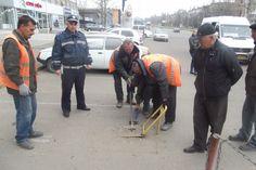 ГАИ Украины планирует до 25 мая 2014 года снять с дорог все запорные устройства и специальные таблички, которые мешают проезду или парковке автомобилей.