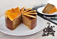 Tort Dobos – reteta video via Romanian Desserts, Romanian Food, Sicilian Recipes, Hungarian Recipes, Cupcakes, Cupcake Cakes, Dobos Torte Recipe, Layered Desserts, Delicious Deserts