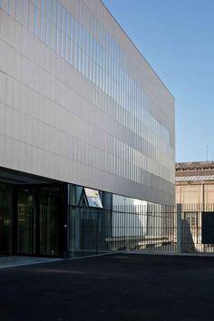 Pajol Sports Centre Paris Building - e-architect Archi Design, Facade Design, Exterior Design, Hospital Architecture, Facade Architecture, Building Facade, Building Exterior, Paris Buildings, Facade Pattern