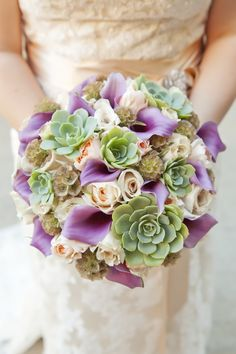 Are you thinking about having your wedding by the beach? Are you wondering the best beach wedding flowers to celebrate your union? Here are some of the best ideas for beach wedding flowers you should consider. Church Wedding Flowers, Purple Wedding Bouquets, Bride Bouquets, Flower Bouquet Wedding, Floral Bouquets, Floral Wedding, Wedding Lavender, Scabiosa Pods, Succulent Bouquet