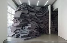 Sandra Norrbin textile installation i_could_wrap_my_arms_around_it. Crochet Wall Art, Textiles, Stage Set, Scenic Design, Finding A House, White Walls, Installation Art, Textile Art, Contemporary Art