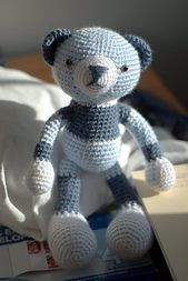 Ravelry: Amigurumi Bear free pattern by Pierrot (Gosyo Co., Ltd) on http://gosyo.co.jp/english/pattern/eHTML/ePDF/1004/amicomo3-34_Amigurumi_Bear.pdf