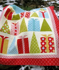 Welcome to the QuiltSoup blog: Hip HolidaysTutorial- Here's the quilt