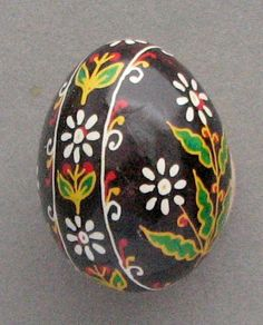 Pysanka, Ukrainian Easter Egg <-- soo pretty with the flower design and the colors