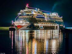 Aida Stella auf der ersten Reise von der Werft zum Meer, Kreuzfahrt, Nacht, Ship, Aida Cruses, Night