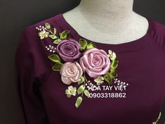 Ribon Embroidery, Cushion Embroidery, Embroidery On Kurtis, Embroidery Online, Kurti Embroidery Design, Embroidery Hearts, Embroidery On Clothes, Flower Embroidery Designs, Shirt Embroidery