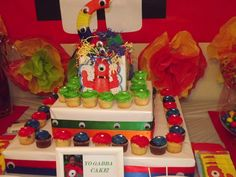 yo gabba gabba cupcake stand out of a box!