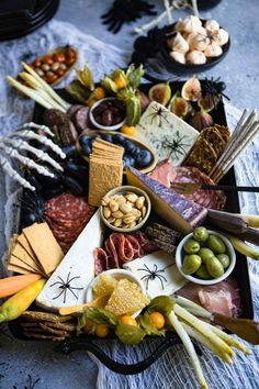 A Fun Halloween Snack Idea - a Spooky Charcuterie Board! A Fun Halloween Snack Idea - a Spooky Charcuterie Board! Halloween Snacks, Halloween Dinner, Halloween Fun, Easy Halloween Appetizers, Halloween Themed Food, Outdoor Halloween, Plateau Charcuterie, Charcuterie And Cheese Board, Charcuterie Platter