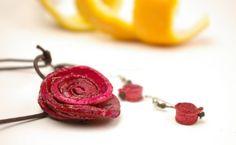 Orange Peel Rose Necklace and Earrings  Price : $25.00 http://www.enloops.com/Orange-Peel-Rose-Necklace-Earrings/dp/B00FAR2HEK