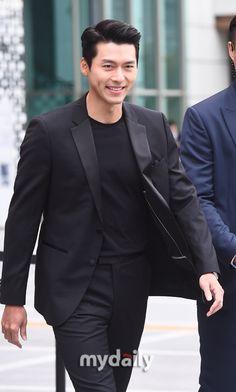 Ur smile is literally melted ladies heart 💓 Korean Boys Hot, Korean Men, Asian Men, Hyun Bin, Korean Celebrities, Celebs, Ji Chang Wook Smile, Handsome Korean Actors, Choi Jin Hyuk