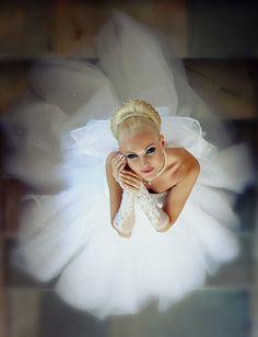 Egy esküvői ruha dísztelen és unalmas egy gyöngysor nélkül. Aki mást állít nem néz szembe a valósággal.