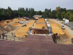 Neues Hobby? Am Start der neuen bmx supercrossstrecke im mellowpark.