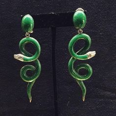 Monday with glam! Countess ‪#‎IsabelladelBono‬ ‪#‎milano‬ ‪#‎earrings‬ ‪#‎enamel‬ ‪#‎green‬ ‪#‎silver‬ ‪#‎chic‬ ‪#‎snake‬ ‪#‎glamour‬ ‪#‎fab‬ ‪#‎lovethem‬ @ ‪#‎marianaantinori‬