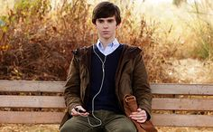 Bates motel | Bates Motel': Freddie Highmore on playing a young Norman: 'People ...