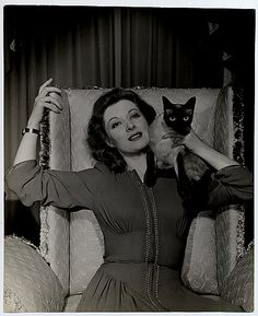 Greer Garson- Mrs. Miniver.. one of my favorite movies!!
