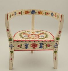 Make me a chair like this. pretty please Norwegian Os style rosmaling on chair It is in the collection at Vesterheim museum, and is Per Lysne 3 legged chair Norwegian House, Norwegian Style, Swedish Style, Painted Chairs, Hand Painted Furniture, Art Furniture, Decoration, Art Decor, Home Decor