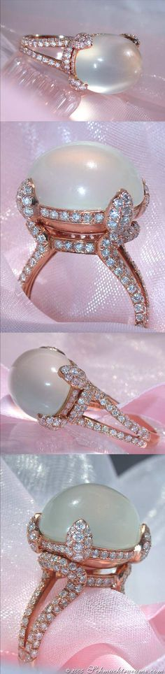 Terrific Moonstone Diamond Ring, 20,82 ct. RG18K - Visit: schmucktraeume.com - Like: https://www.facebook.com/pages/Noble-Juwelen/150871984924926 - Mail: info@schmucktraeume.com